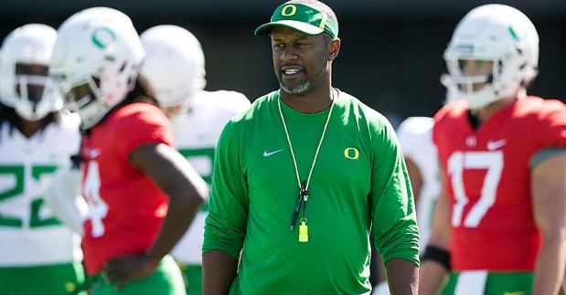 willie-taggart-by-oregon-football-twitter-_xe1vhu
